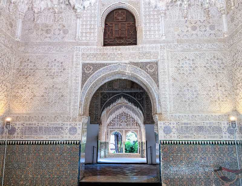 One of Alhambra tips is to visit first Nasrid Palaces