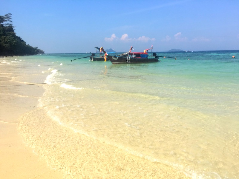 Loh Moo Dee Beach on Koh Phi Phi Don should be on any 10 day Thailand itinerary  I 10 Days Thailand Itinerary I Thailand Itinerary 10 Days I Best Things to do in Thailand in 10 days I Best Things to See in Thailand in 10 days I