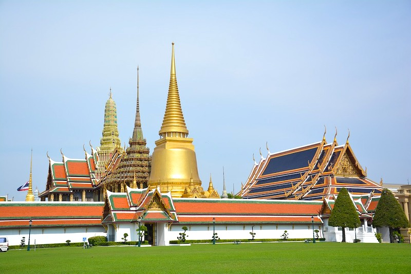visiting the temple of emerald buddha is one of the top things to do in Bangkok