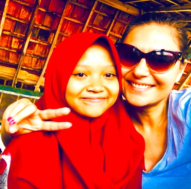 Milijana Gabric from WorldTravelConnector.com with an Indonesian girl
