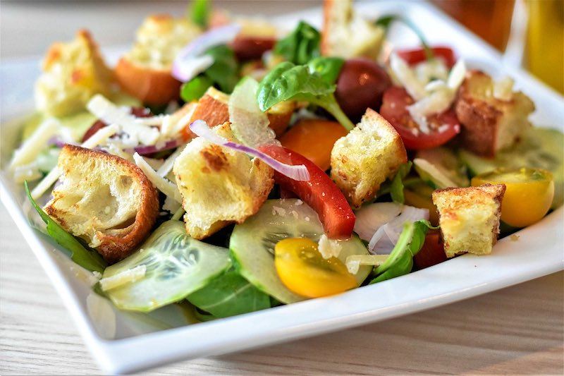 Panzanella salad is one of teh top traditional Tuscan food in Tuscany