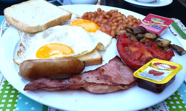 English breakfast is one of the top must-try British foods in Britain I British cuisine I Traditional British Foods I Most Popular British Foods I Best Foods in Britain I Traditional British Dishes I Famous British Food I uk foodI I food in the uk I uk foods I British Cuisine I english foods