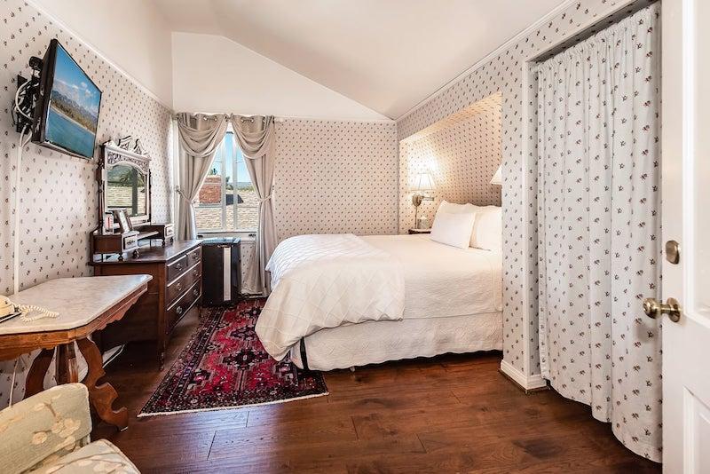 Tiffany Room in Inn