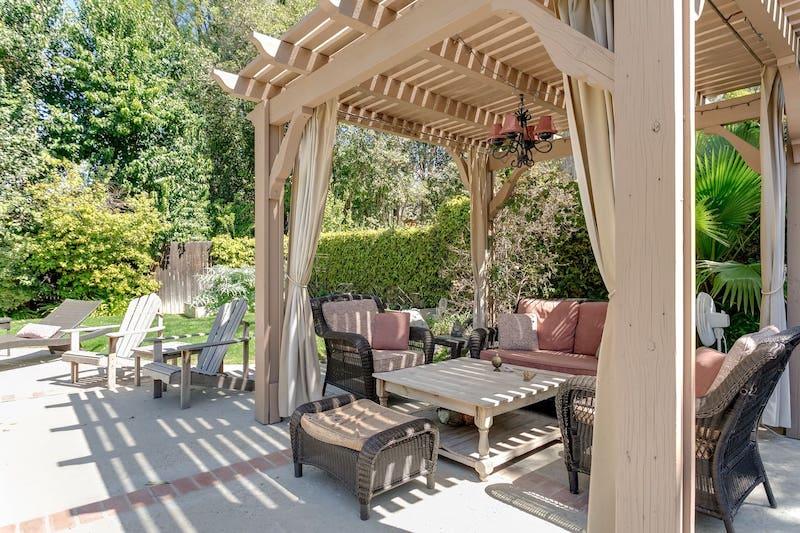 Best LA Airbnb Woodland