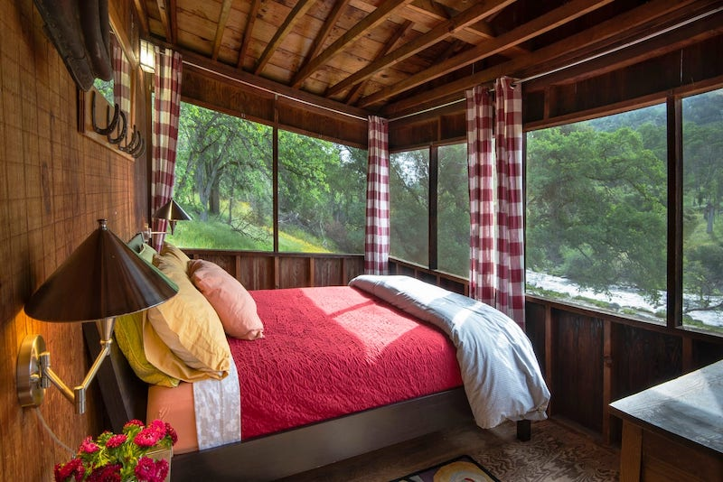 This cabin is one of the most amazing airbnbs in Yosemite