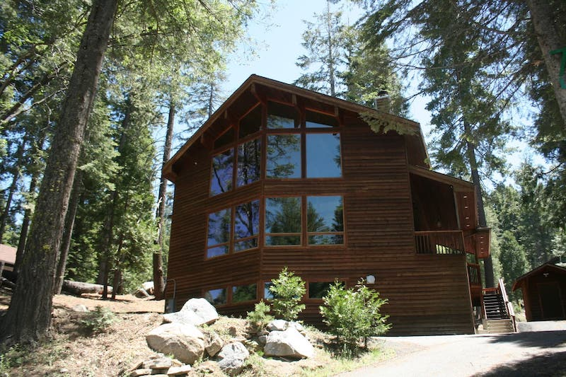 This luxury cabin is one of the best cabins in Yosemite West
