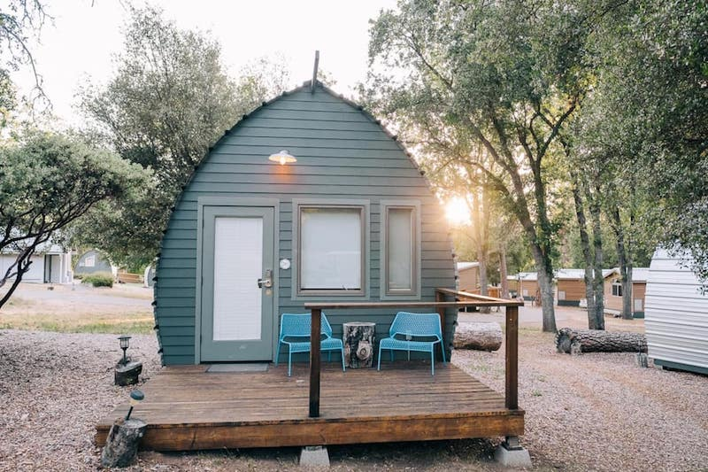 This tiny cabin is one of the best airbnbs in Yosemite National Park