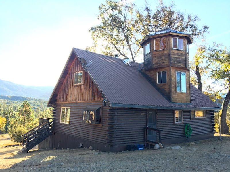 This cabin in Wawona is one of the best cabins in Yosemite NP