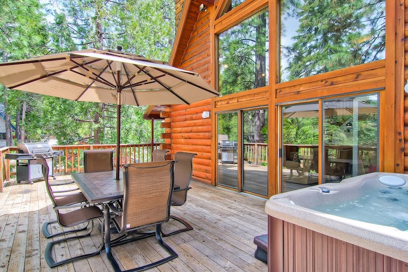 This cabin is one of the best cabins in Yosemite National Park