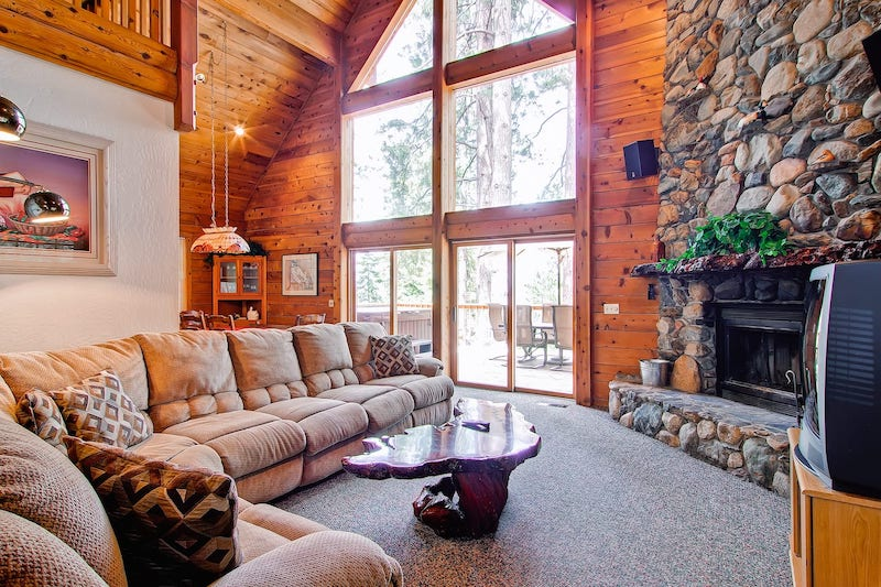 This cozy cabin is one of the best cabins in Yosemite National Park