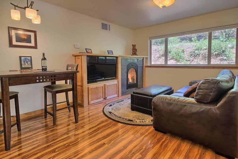 This apartment is one of the best airbnbs in Yosemite