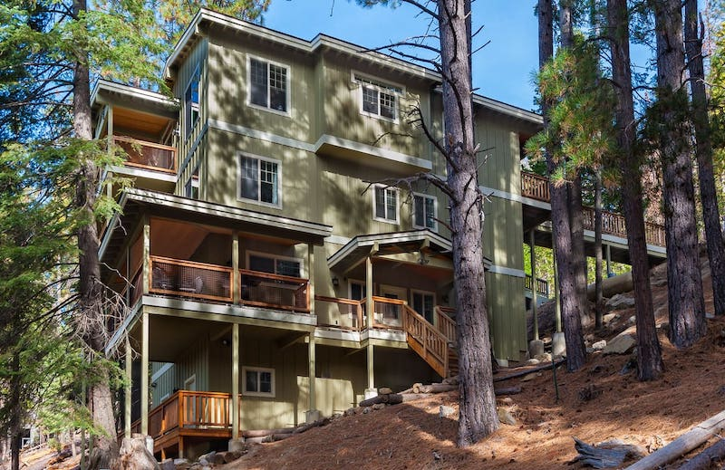This house is one of the best airbnbs in Yosemite