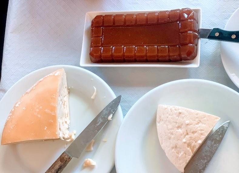 Membrillo con queso is one of the most popular Spanish desserts in Spain