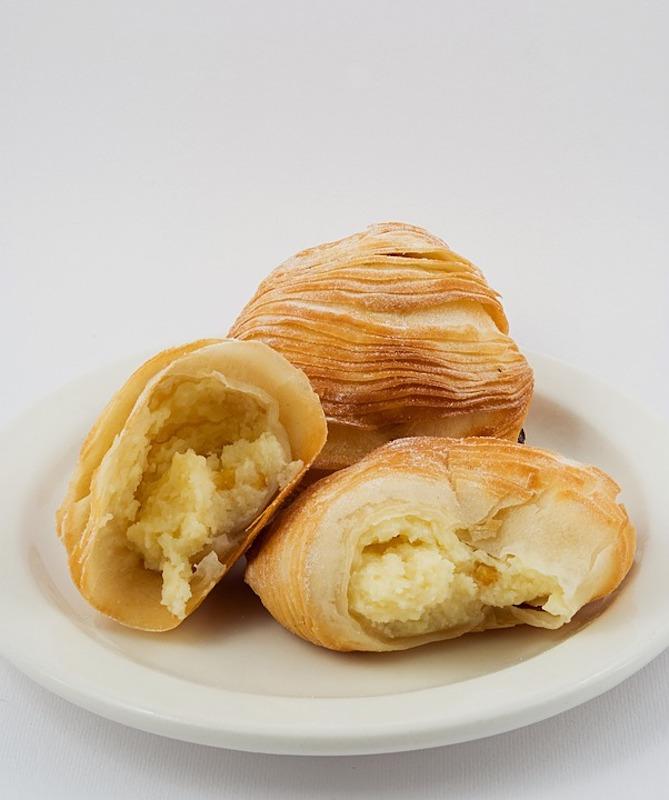 Sfogliatelle are popular Italain desserts in Italy