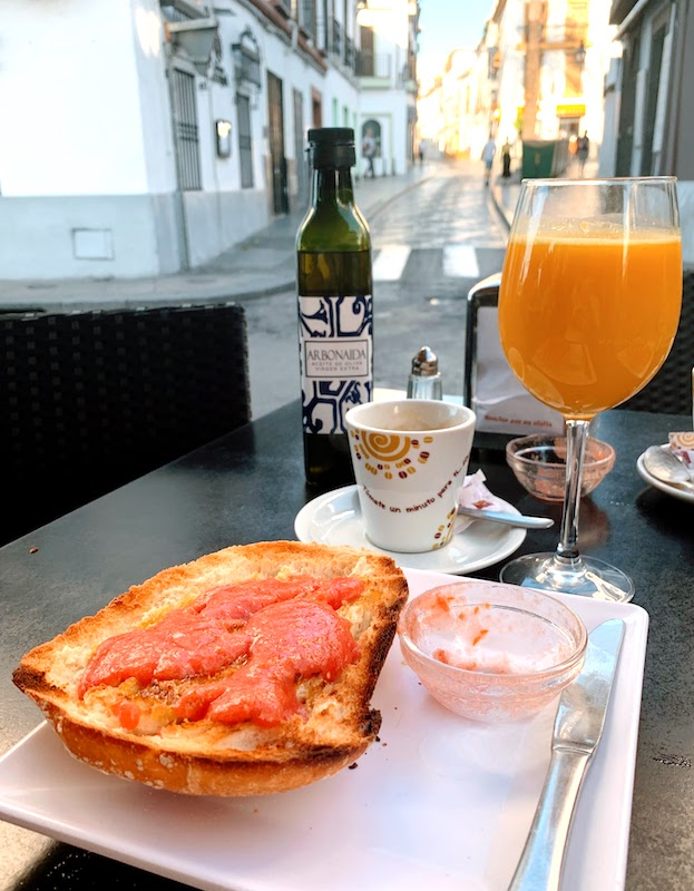 Tostada de tomate y aceite de oliva is one of the most traditional Spanish breakfasts in Spain